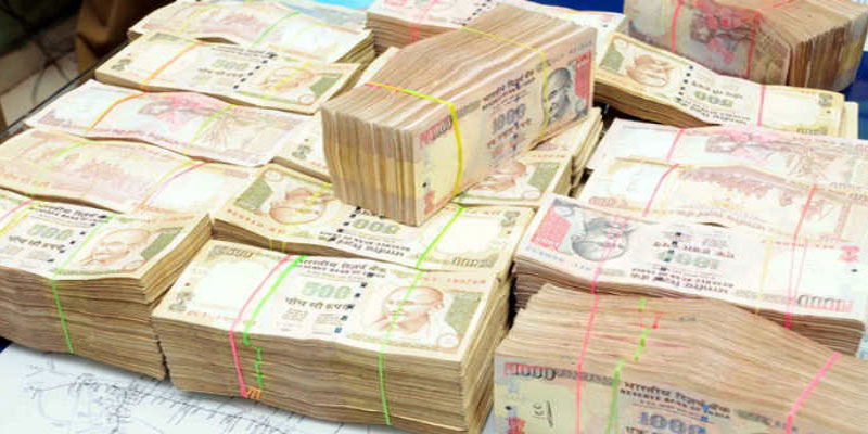 Around-60lakh-worth-of-banned-Rs1000-notes-seized-from-bus-passenger-in-Kozhikode-bus-stand-indialivetoday