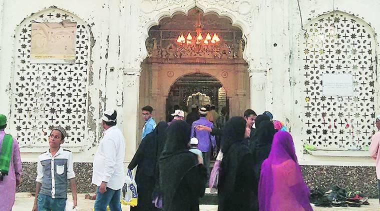 haji-ali-women-dargah