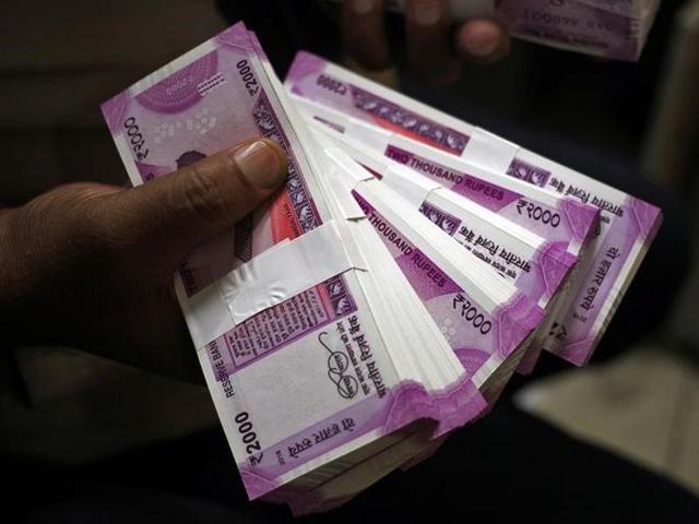rupee-cashier-displays-banknotes-inside-jammu-indian_51ef1104-acb5-11e6-b4b4-3ed39deda4e7