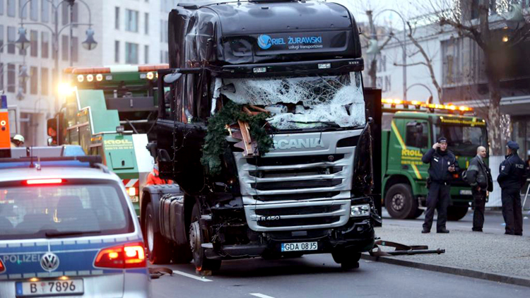 Truck kills 12 in Germany-1
