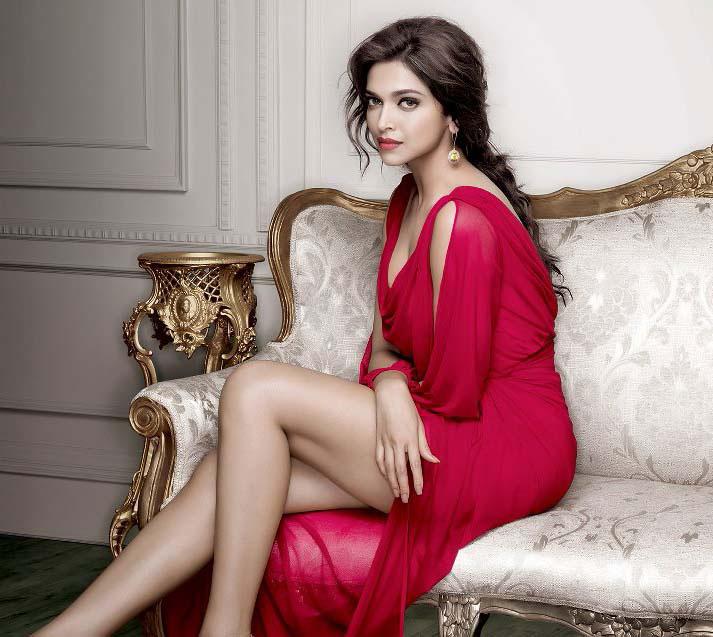 deepika-padukone-hot-look-in-pink-dress