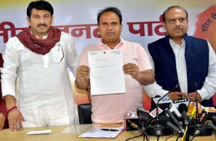 Delhis-AAP-MLA-resigns-joins-BJP-ahead-of-civic-polls-